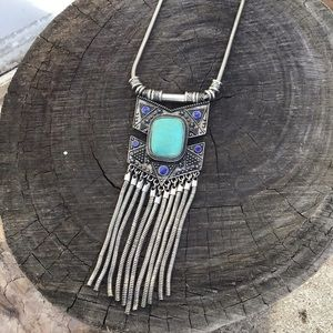 Long silver western inspired necklace 🦋